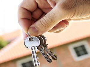 В Атырау заставят вернуть 15 незаконно выданных квартир Иллюстративное фто с сайта www.credits.ru