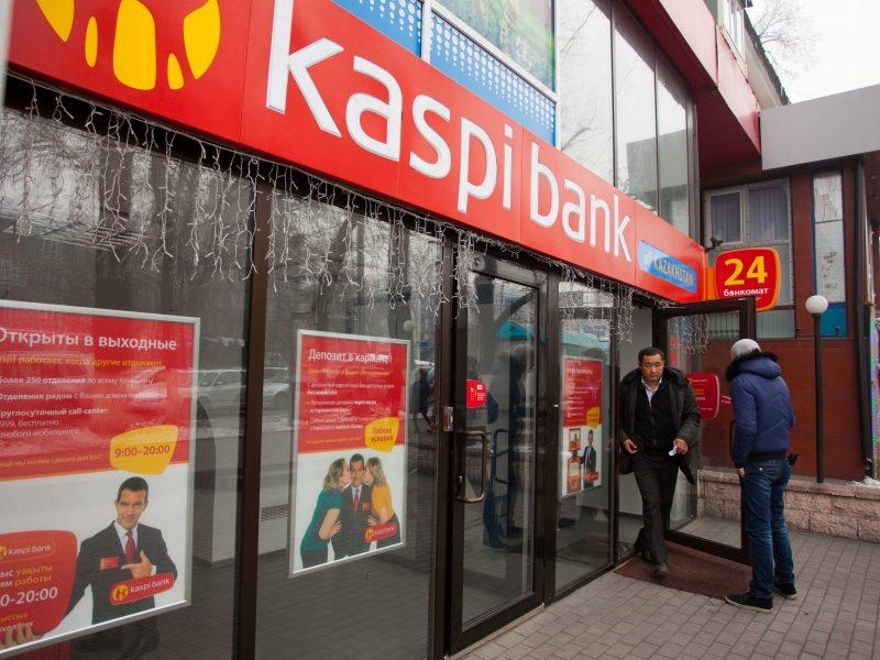 В каких банках можно брать кредиты с 18 лет