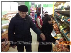 Аким Атырау Серик АЙДАРБЕКОВ прошелся по магазинам atyrauak7