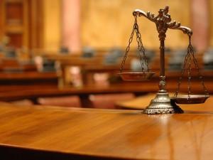 Новости - В Кыргызстане обвиняемых облили бензином и подожгли в зале суда Иллюстративное фото с сайта www.zdrav.kz