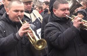 """Новости - В Ровно активисты """"Правого сектора"""" похоронили Сашко Билого Фото с сайта lifenews.ru"""