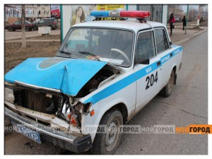 В Уральске машина ГАИ догнала и врезалась в «таблетку» gai5