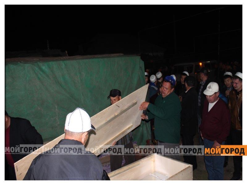 Новости - У погибшего в части солдата из ЗКО на запястьях были следы от наручников (видео) arman8