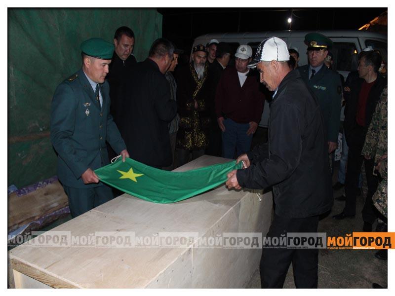 У погибшего в части солдата из ЗКО на запястьях были следы от наручников (видео) arman9