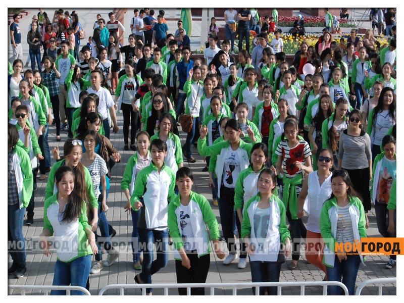 Атырауские школьники хотят помочь мальчику, больному ихтиозом fleshmob1