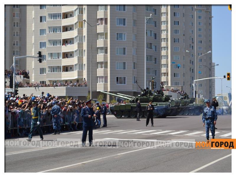 В Астане прошел масштабный военный парад parad11
