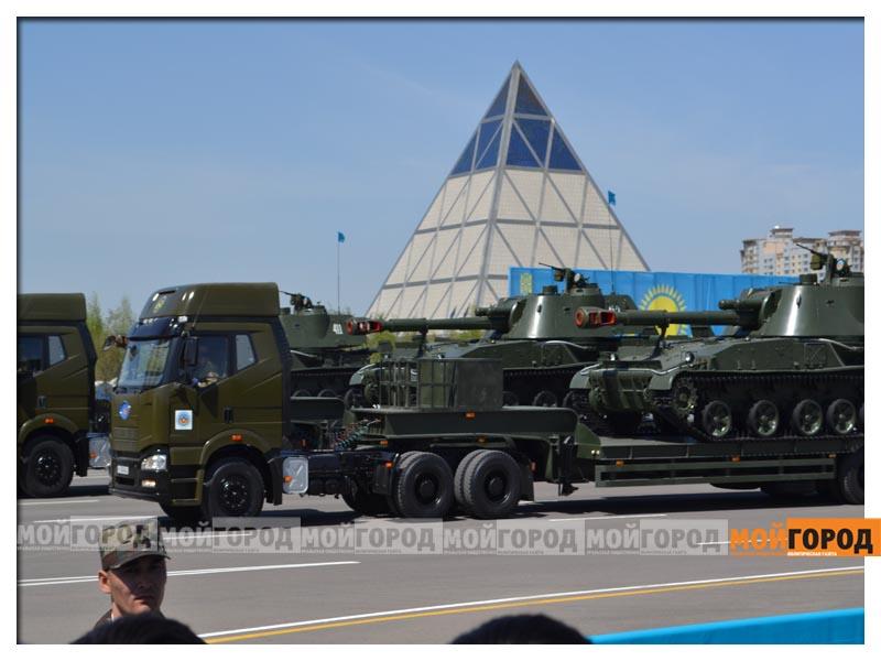 В Астане прошел масштабный военный парад parad12
