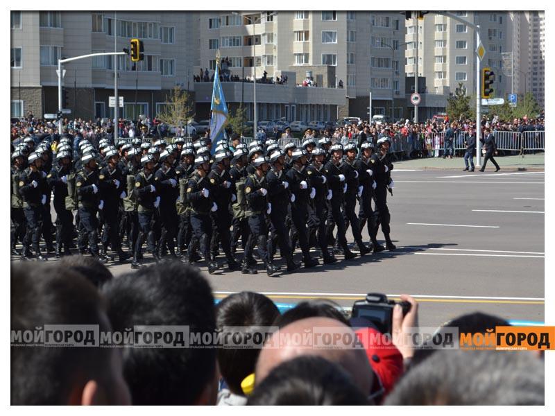 В Астане прошел масштабный военный парад parad5