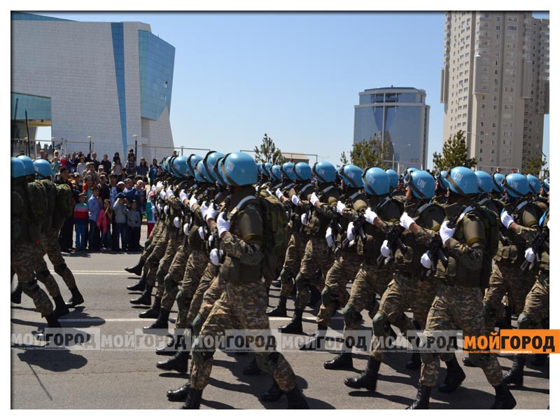 В Астане прошел масштабный военный парад parad8