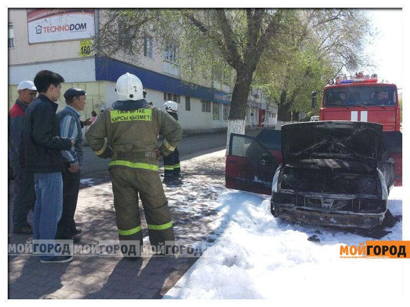 В Уральске возле пединститута загорелась машина pozhar_avto1