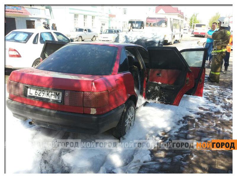В Уральске возле пединститута загорелась машина pozhar_avto2