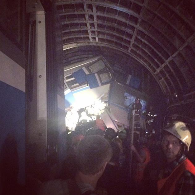 Число жертв в московском метро увеличилось (фото) preview_e09c189919086b6ccd33e0e4a64ce39b
