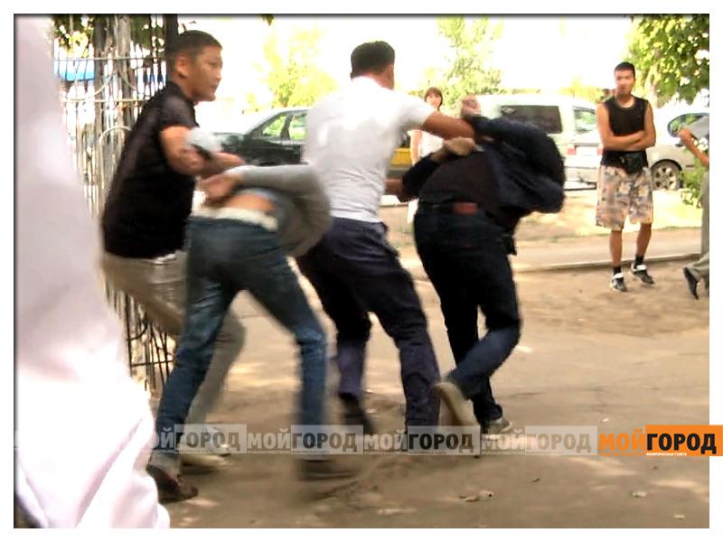 В Уральске жителей пятиэтажного дома вывели на улицу из-за спецоперации (видео) (обновлено) zaderzhanie_mg 2