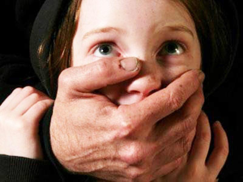 Родной отец трахает 8 летнею дочку