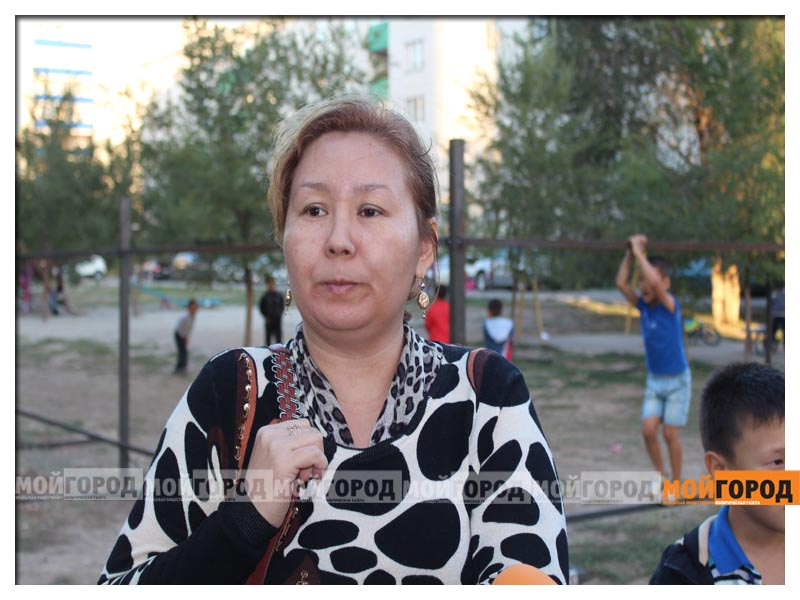 Новости Уральск - В Уральске дети в знак протеста снесли ограждение строящегося магазина deti1