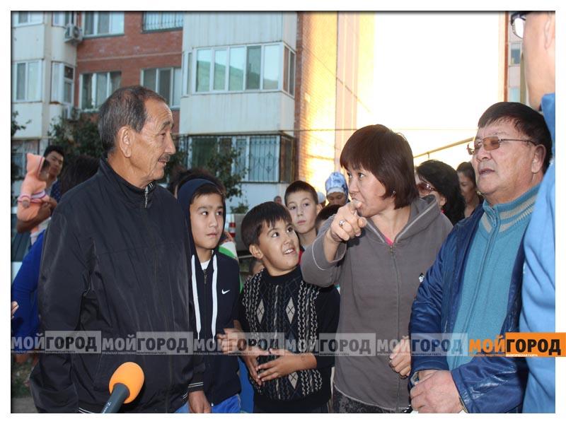 В Уральске дети в знак протеста снесли ограждение строящегося магазина deti21