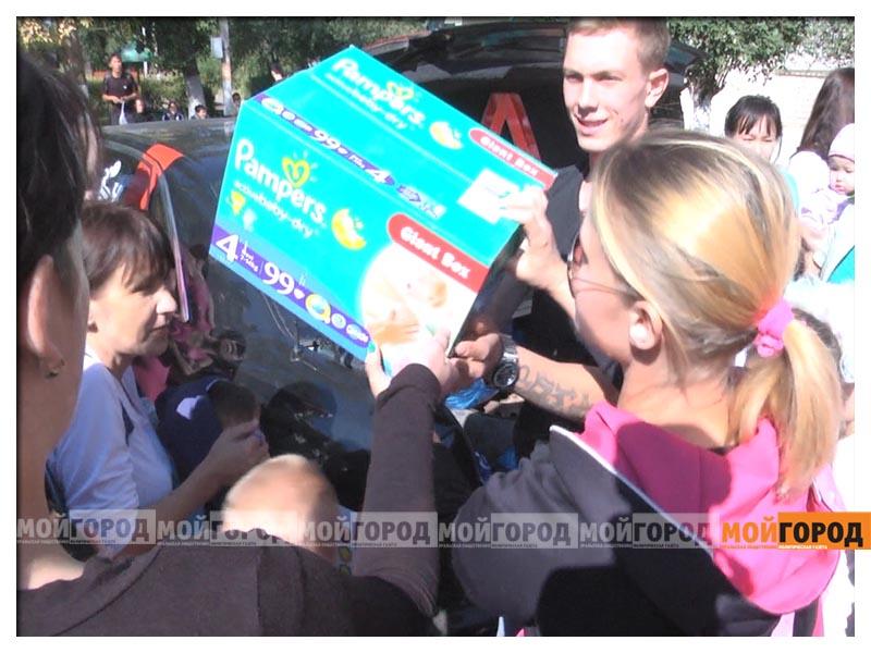 Новости Уральск - Участники автопробега в Уральске собрали помощь детдомовцам probeg7