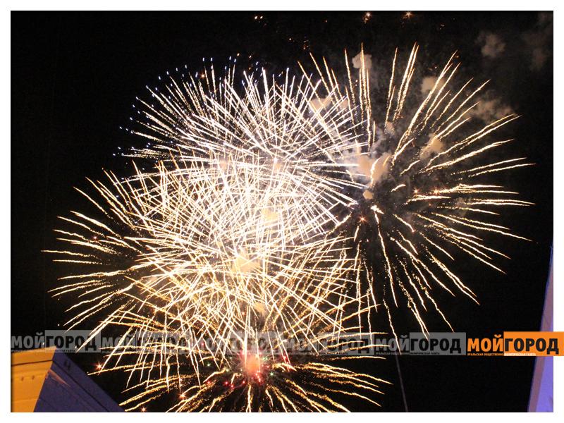 """Аким города поздравил уральцев с Днем столицы «Дос-Мұқасан» : """"Мы готовим новый альбом под Новый год"""" (фото, видео)"""
