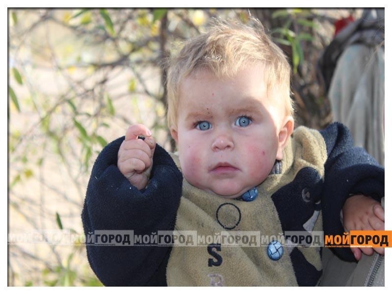 Новости Уральск - В Уральске семья с малолетними детьми живет в лесу (видео) detivlesu