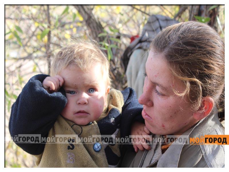 Новости Уральск - В Уральске семья с малолетними детьми живет в лесу (видео) detivlesu2