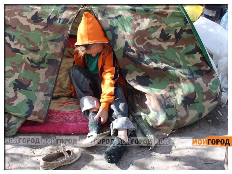 Новости Уральск - В Уральске семья с малолетними детьми живет в лесу (видео) detivlesu26