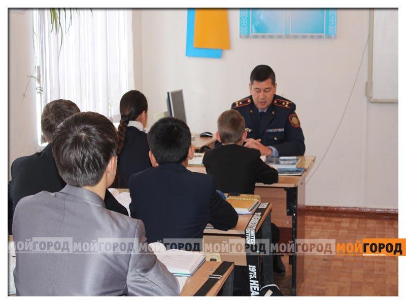 В Уральске школьника наградили за помощь в раскрытии преступления nagrada1