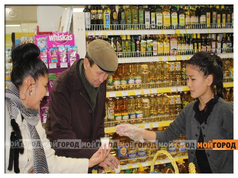 В супермаркете «Суровский» покупателей поздравили с праздником Курбан айт surovskii1