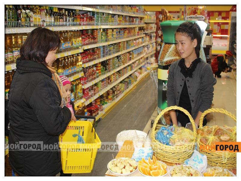 В супермаркете «Суровский» покупателей поздравили с праздником Курбан айт surovskii3