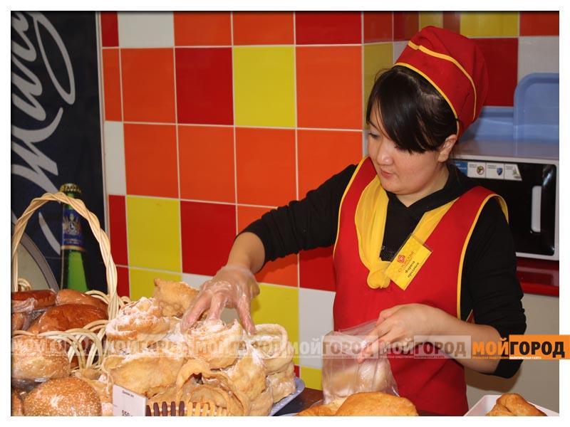 В супермаркете «Суровский» покупателей поздравили с праздником Курбан айт surovskii7