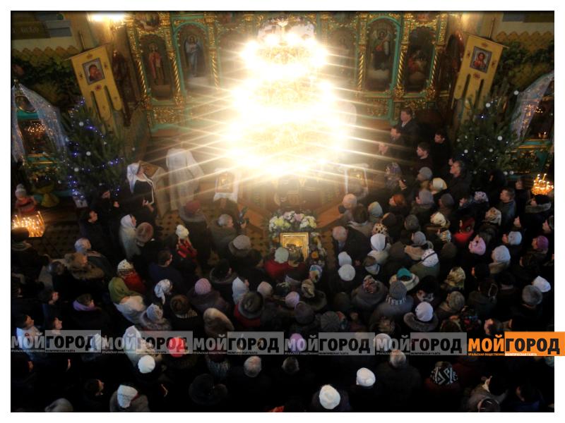 В Уральске православные христиане празднуют Рождество 03