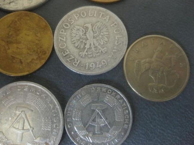 Новости Уральск - Что копили дети CCCP Монеты Как и марки, иностранные или старинные монетки были у каждого. Не поверю, если вы скажете, что у вас не было ГДРовских пфеннигов, болгарских стотинок или польских грошей. Монет стран соцлагеря в народе ходило очень много — кто-то служил, кто-то отдыхал, кто-то просто был. И все везли монеты, которые быстро расходились по рукам.