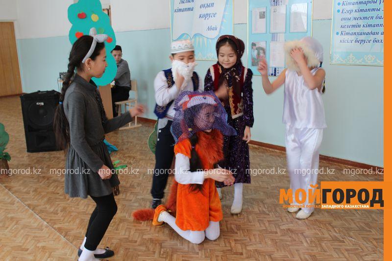 В Уральской школе дети показали сценку про лису-вымогательницу lisa_vymogatel6