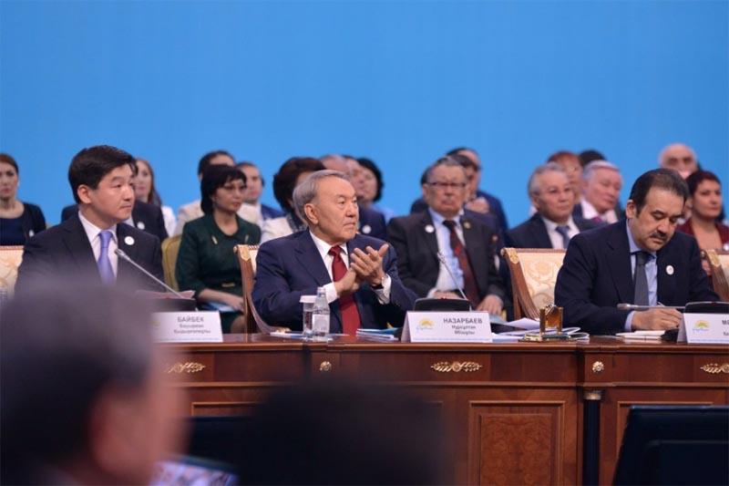 Уральская поэтесса предложила выдвинуть в президенты кандидатуру Назарбаева Фото tengrinews.kz