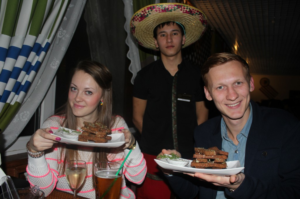 Дискобар «Кактус» приглашает жителей на вечеринку 3