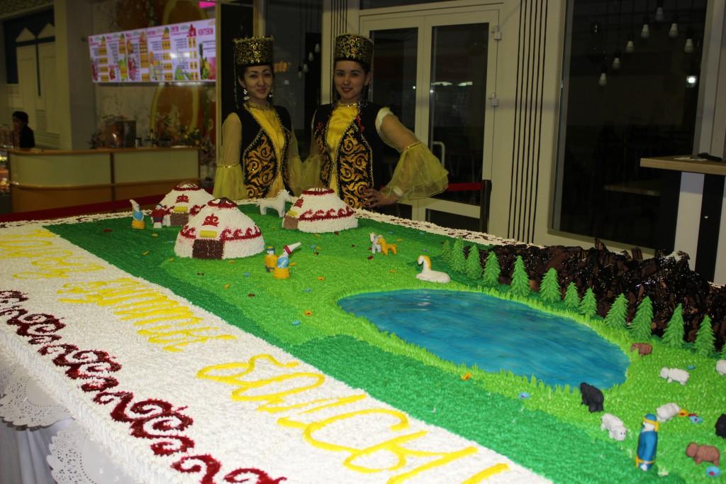 180-килограммовый торт подарил уральцам супермаркет «Атаба» 5