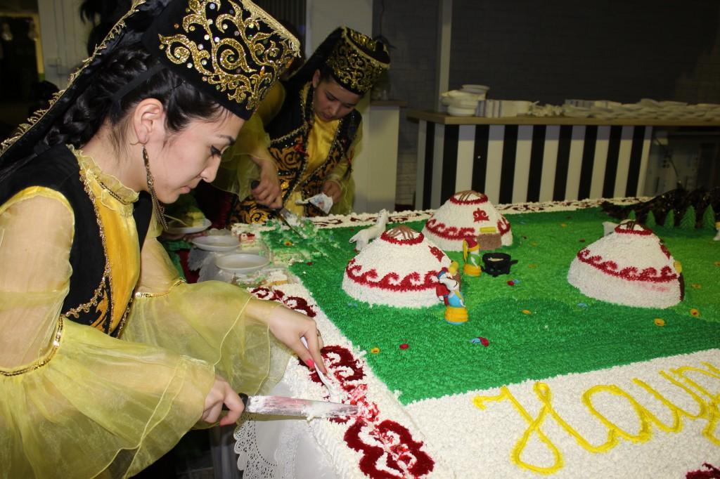180-килограммовый торт подарил уральцам супермаркет «Атаба» 7