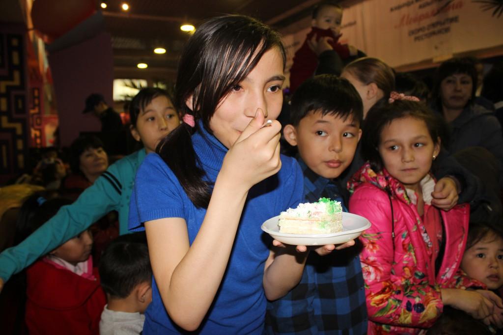 180-килограммовый торт подарил уральцам супермаркет «Атаба» IMG_8607