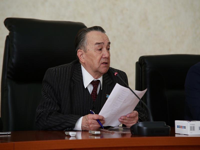 Новости Уральск - Уральские ветераны ВОВ получили мобильные телефоны с кнопкой SOS photo2
