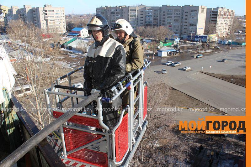 В Уральске из загоревшегося общежития эвакуировали 20 человек pojaromega (3)