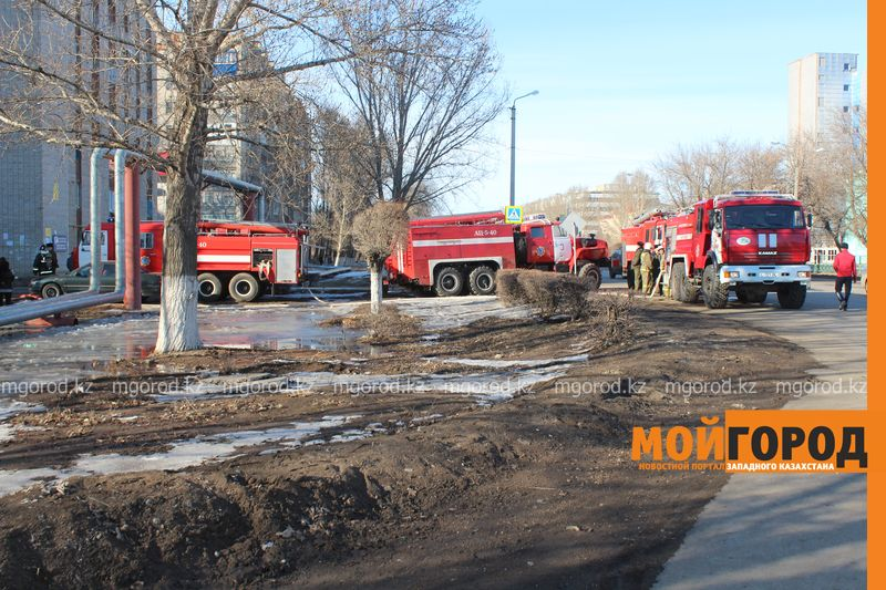 В Уральске из загоревшегося общежития эвакуировали 20 человек pojaromega (6)