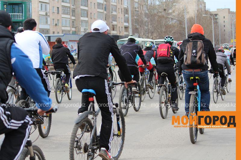 500 уральцев одновременно сели на велосипеды 13 [800x600]