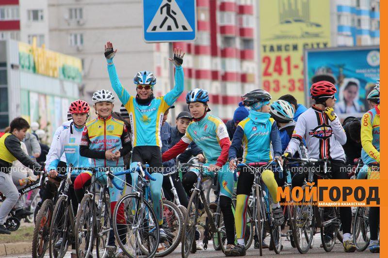 500 уральцев одновременно сели на велосипеды 2 [800x600]