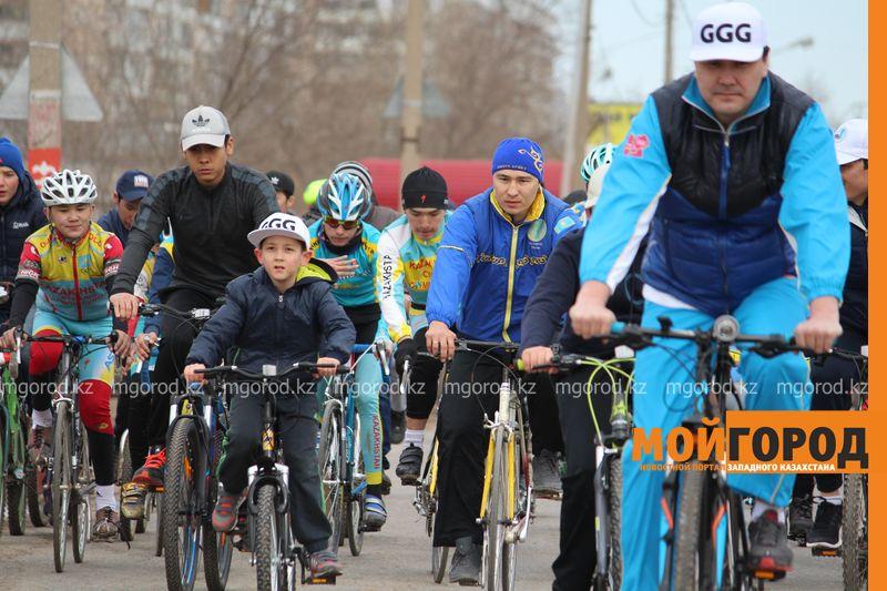 500 уральцев одновременно сели на велосипеды 5 [800x600]