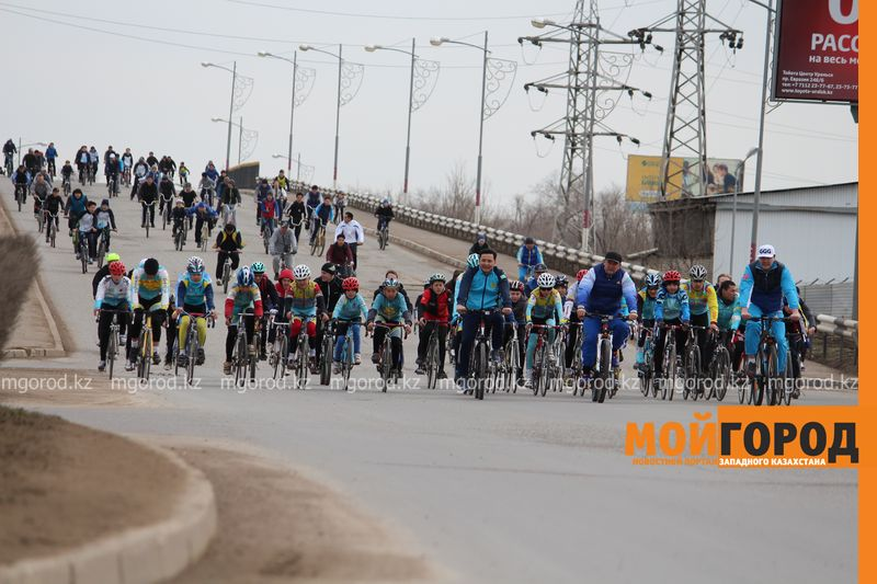 500 уральцев одновременно сели на велосипеды 6 [800x600]