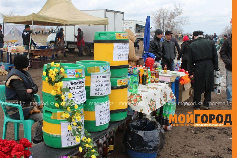 Новости Уральск - Родительский день на кладбище - фоторепортаж IMG_2498 [800x600]