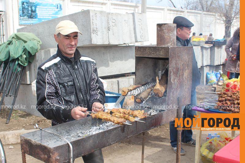 Новости Уральск - Родительский день на кладбище - фоторепортаж IMG_2561 [800x600]
