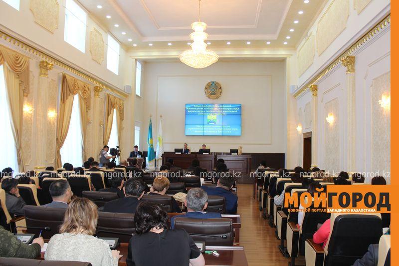 Журналистов «МГ» не пустили в акимат на антикоррупционнное совещание akimat (2)