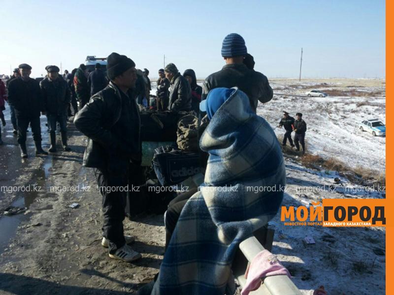 На трассе Актобе-Уральск перевернулся автобус – четверо погибших (фото, обновляется) avariya1