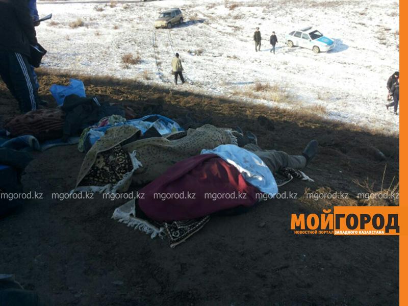 На трассе Актобе-Уральск перевернулся автобус – четверо погибших (фото, обновляется) avariya4