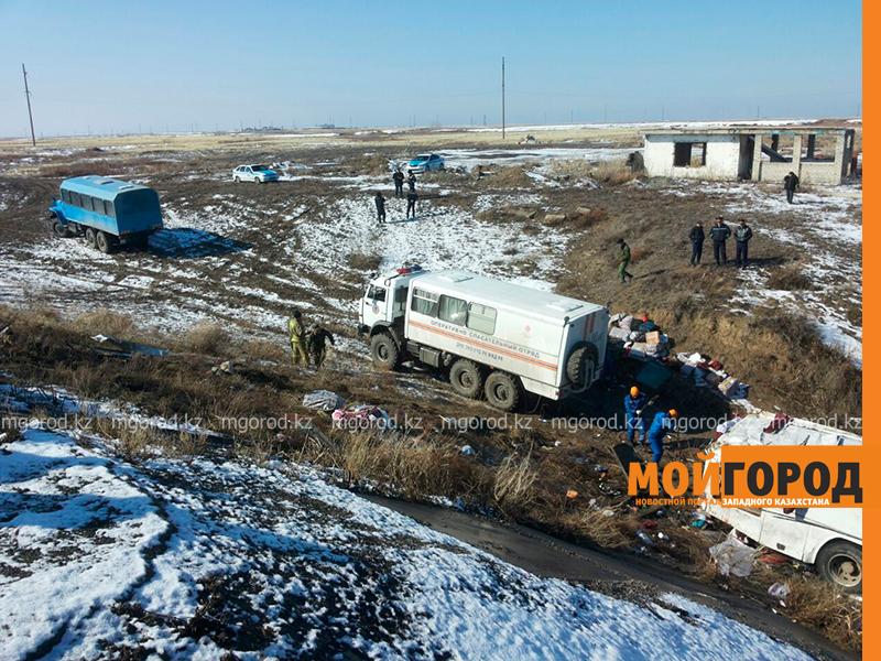 На трассе Актобе-Уральск перевернулся автобус – четверо погибших (фото, обновляется) avariya9